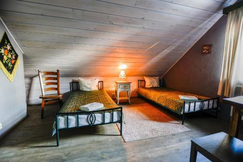 Łóżko lub łóżka w pokoju w obiekcie Bojarski Gościniec
