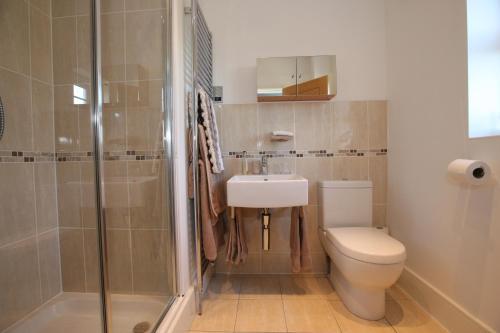 A bathroom at 2 The Rocklands
