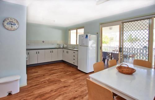 A kitchen or kitchenette at Bimbimbi 2, 11 Willow Street