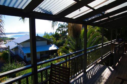 A balcony or terrace at LaMaison de Shines, 13 Dulconghi Street
