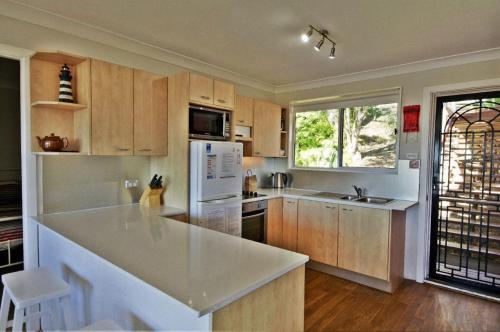A kitchen or kitchenette at Coastwatch, 26 Comara Terrace