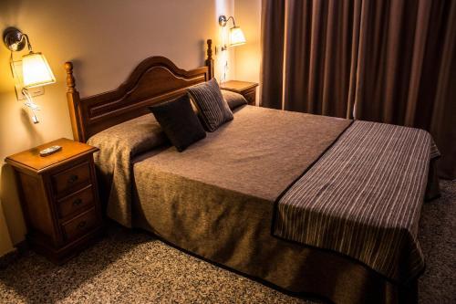 Säng eller sängar i ett rum på Hotel Reyesol