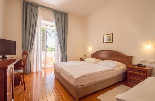 Ein Bett oder Betten in einem Zimmer der Unterkunft Hotel Marko