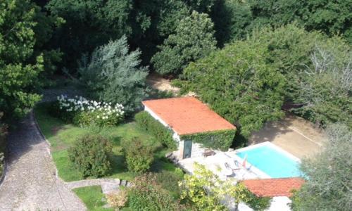 Uma vista da piscina em Castelo Do Castro ou nas proximidades