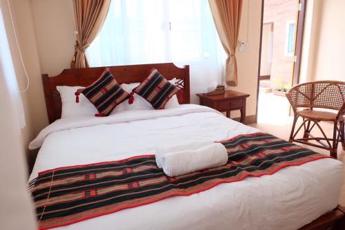 Ein Bett oder Betten in einem Zimmer der Unterkunft Latisha House