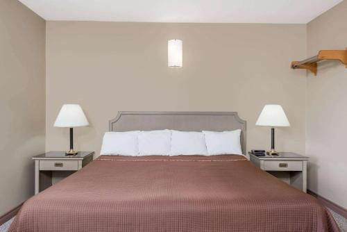 A bed or beds in a room at London Travel Inn