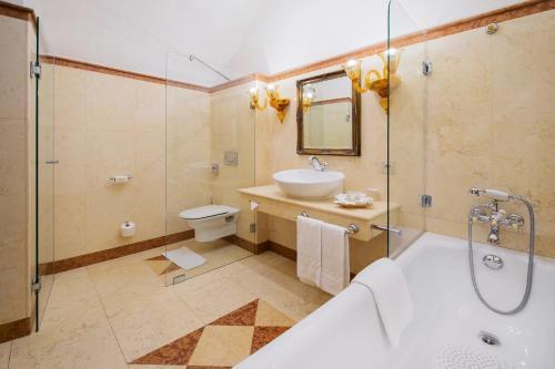 A bathroom at Arcadia Boutique Hotel