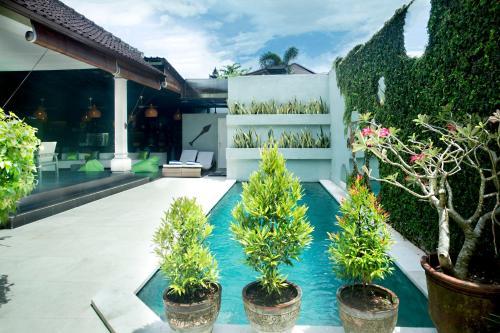 The swimming pool at or near Villa Umal