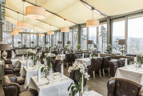 Ein Restaurant oder anderes Speiselokal in der Unterkunft Berghotel Eisenach