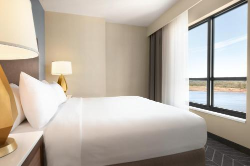 A bed or beds in a room at Embassy Suites By Hilton Wilmington Riverfront