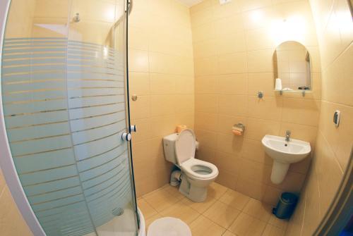 A bathroom at Hotel Stacja Kutno