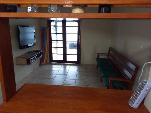 A television and/or entertainment center at Casa Na Ilha Grande De Frente Pro Mar Com Pier