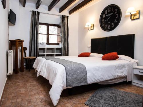 Кровать или кровати в номере S´Hostal d´Esporles