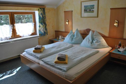 Ein Bett oder Betten in einem Zimmer der Unterkunft Gästehaus Eßl