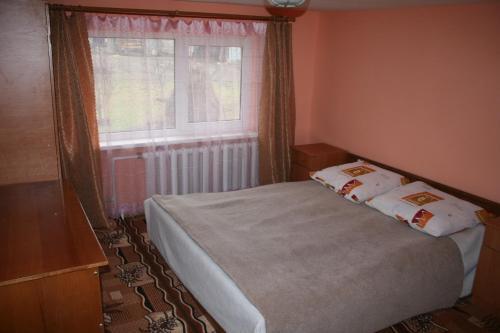 Кровать или кровати в номере Будинок в Карпахах