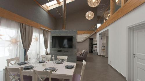 A television and/or entertainment centre at Chalet Yakhroma