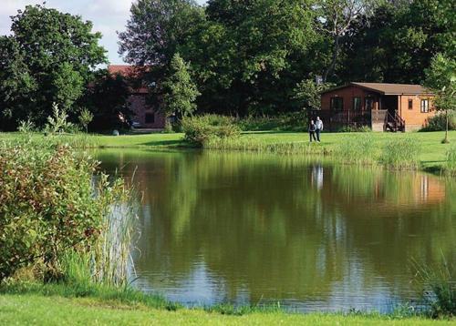Paradise Lakeside Lodges