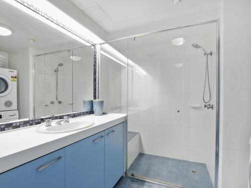 A bathroom at The Rocks Resort, Unit 5D