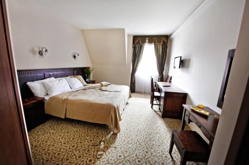 Łóżko lub łóżka w pokoju w obiekcie Hotel Chutor Kozacki