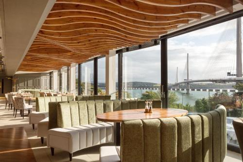 A restaurant or other place to eat at DoubleTree by Hilton Edinburgh - Queensferry Crossing