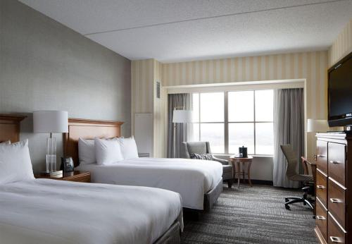 A bed or beds in a room at Hartford Marriott Downtown
