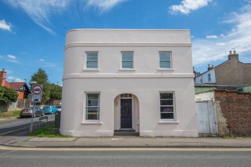 3 Hales Road Cheltenham