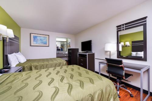 Americas Best Value Inn-Nashville/Airport Southにあるテレビまたはエンターテインメントセンター
