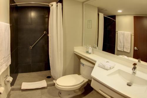 Un baño de City Express Matamoros