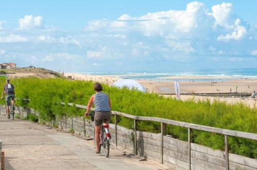 Biking at or in the surroundings of Résidence Goélia Les Jardins de l'Oyat