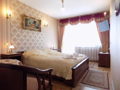 A bed or beds in a room at Pensjonat Angela