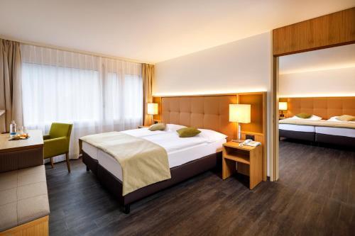 Ein Bett oder Betten in einem Zimmer der Unterkunft Swiss-Belhotel du Parc Baden