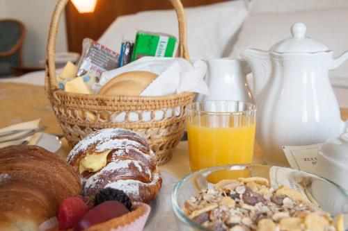 Breakfast options available to guests at Hotel Palazzo Benci