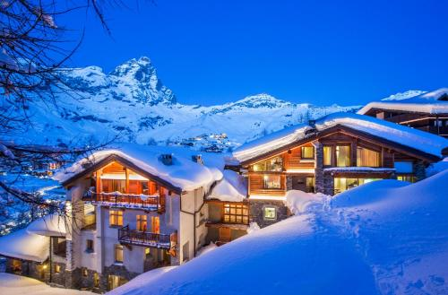 Saint Hubertus Resort during the winter