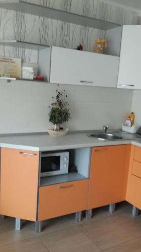 A kitchen or kitchenette at Bungalo Natalya na Bannom