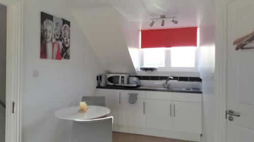A kitchen or kitchenette at Park View Studio - Lydiard Millicent Swindon Wiltshire