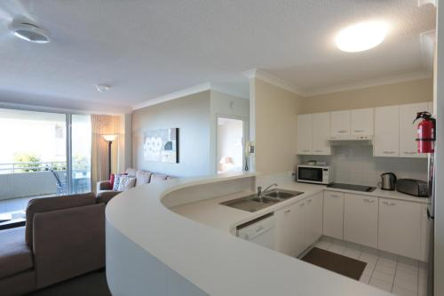 A kitchen or kitchenette at Visit the Cote D'Azur in Sunshine Beach
