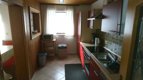 Een keuken of kitchenette bij Pension Bergblick