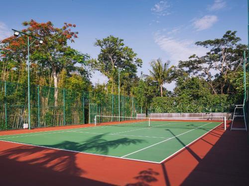 Теннис и/или сквош на территории The Arsana Estate или поблизости