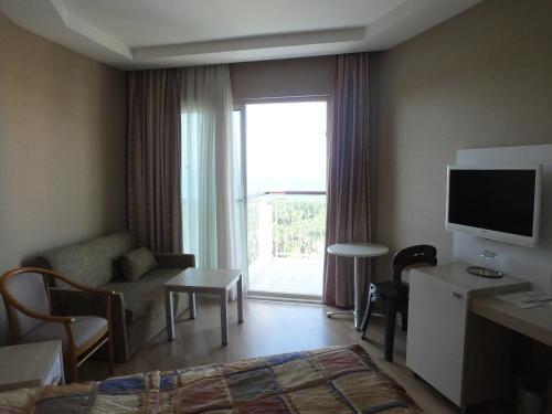 En tv och/eller ett underhållningssystem på Riviera Hotel & Spa
