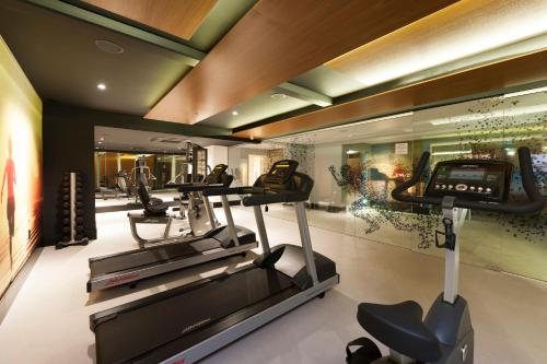 The fitness centre and/or fitness facilities at Novotel Itajai