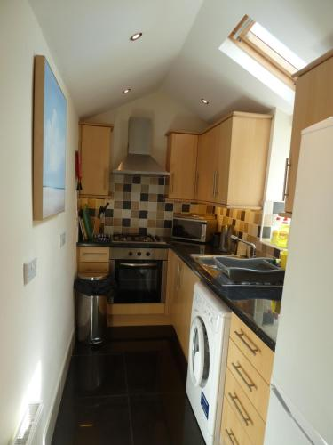 A kitchen or kitchenette at Seapinks Cottage