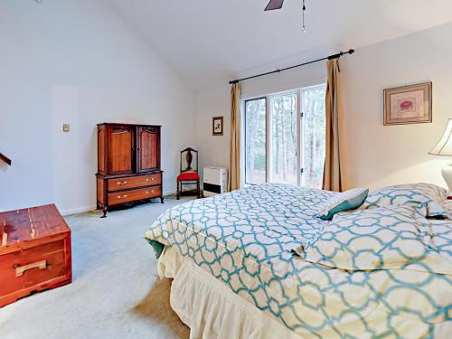 A bed or beds in a room at 14 Maddocks Rd Condo