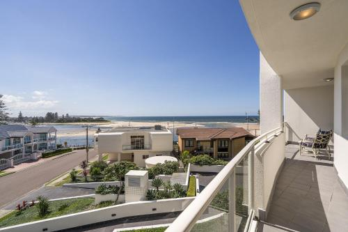 A balcony or terrace at Ocean Views Unit 15 - The Entrance, NSW