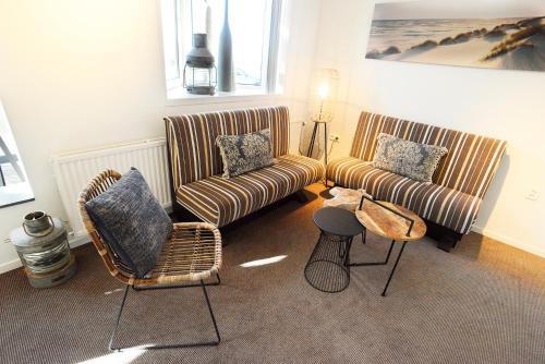 Een zitgedeelte bij Hotel De Boei