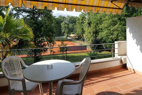 A balcony or terrace at Aparthotel Al Lago
