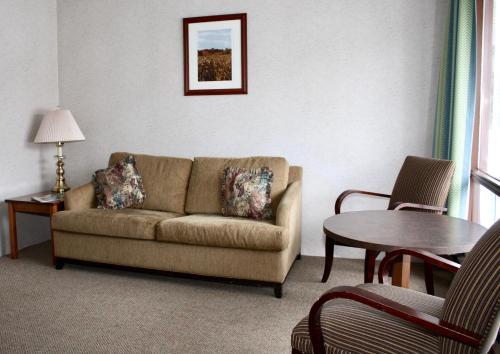 A seating area at Arrowhead Inn