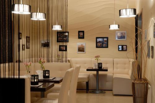 Ресторан / й інші заклади харчування у 7 Days Hotel Kamyanets-Podilskyi