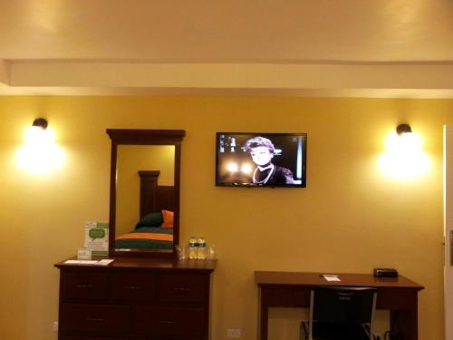 A television and/or entertainment center at Hotel Marques de Cima