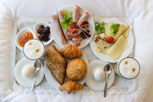 Breakfast options available to guests at Best Western Amedia Frankfurt Rüsselsheim