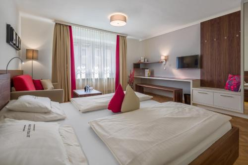 Ein Bett oder Betten in einem Zimmer der Unterkunft Hotel Rosenvilla